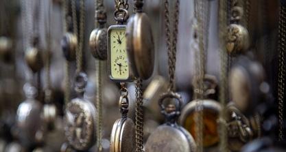 Uhrenarbeiterin